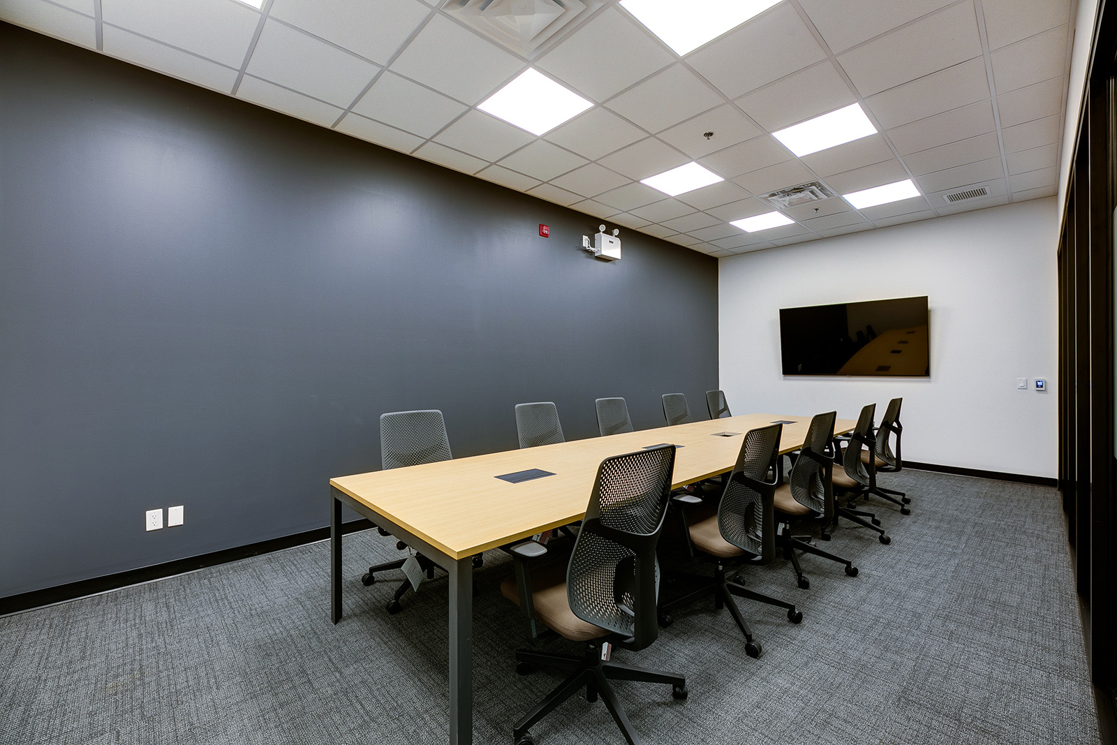 Shared desk - Coworking and Private Office Space in Oakville, Ontario